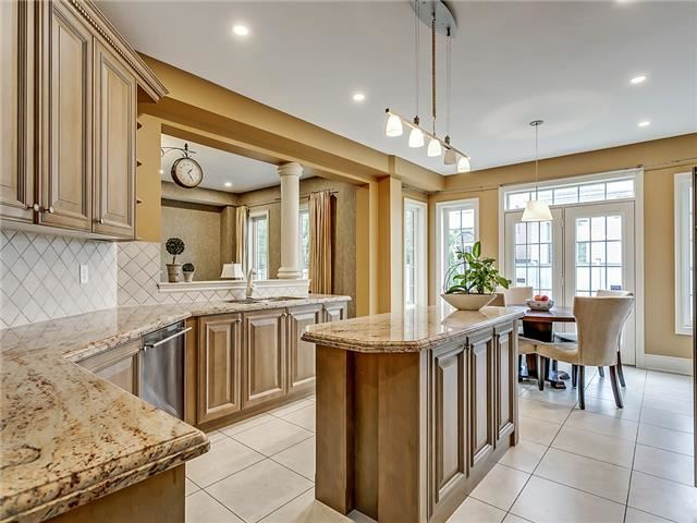 Detached at 66 Great Lakes Blvd, Oakville, Ontario. Image 15
