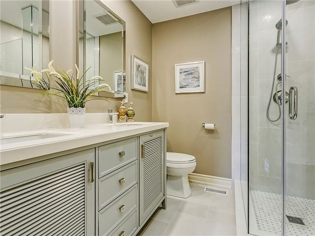 Detached at 66 Great Lakes Blvd, Oakville, Ontario. Image 3