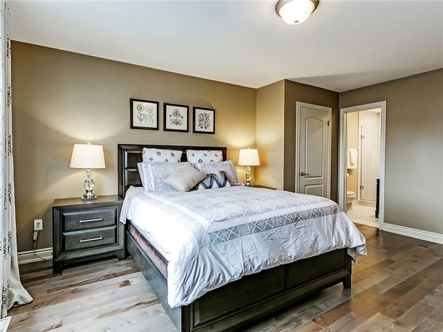 Detached at 66 Great Lakes Blvd, Oakville, Ontario. Image 4