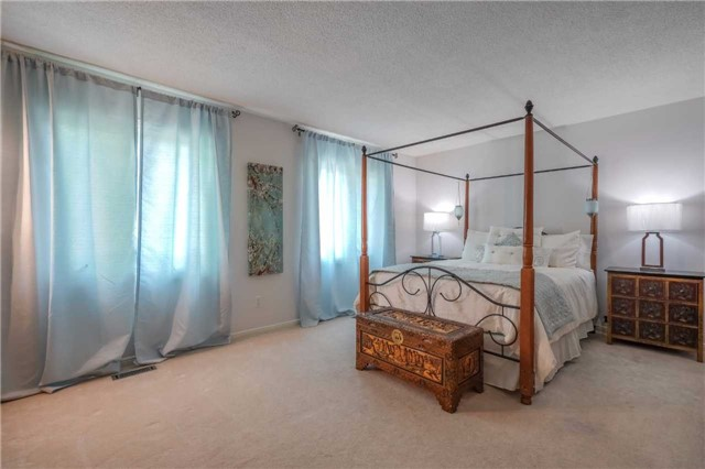 Condo Townhouse at 3360 Council Ring Rd, Unit 30, Mississauga, Ontario. Image 3