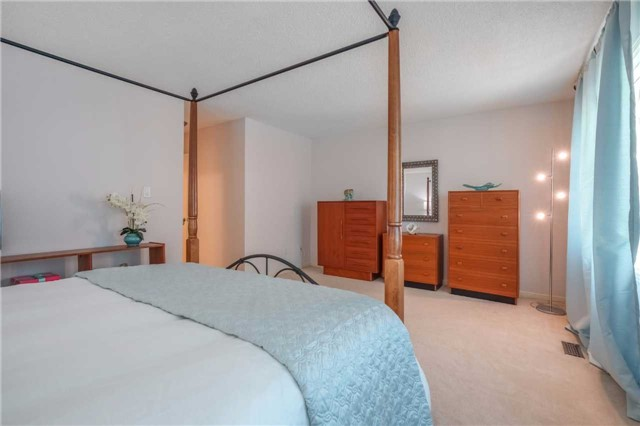 Condo Townhouse at 3360 Council Ring Rd, Unit 30, Mississauga, Ontario. Image 4
