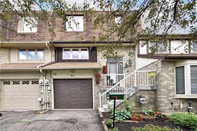 Townhouse at 44 Amberwood Sq, Brampton, Ontario. Image 1