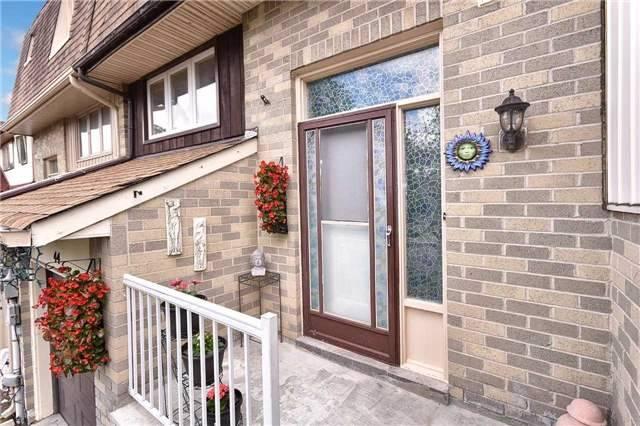 Townhouse at 44 Amberwood Sq, Brampton, Ontario. Image 12