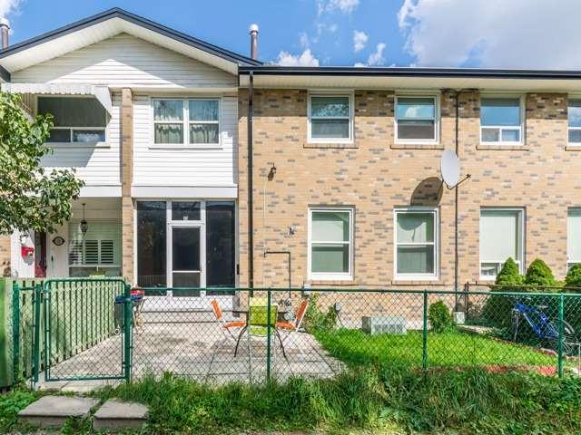 Condo Townhouse at 61 Ardglen Dr, Unit 13, Brampton, Ontario. Image 1