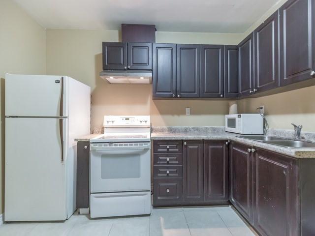 Condo Townhouse at 61 Ardglen Dr, Unit 13, Brampton, Ontario. Image 11
