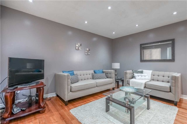 Detached at 1123 Ivandale Dr, Mississauga, Ontario. Image 12