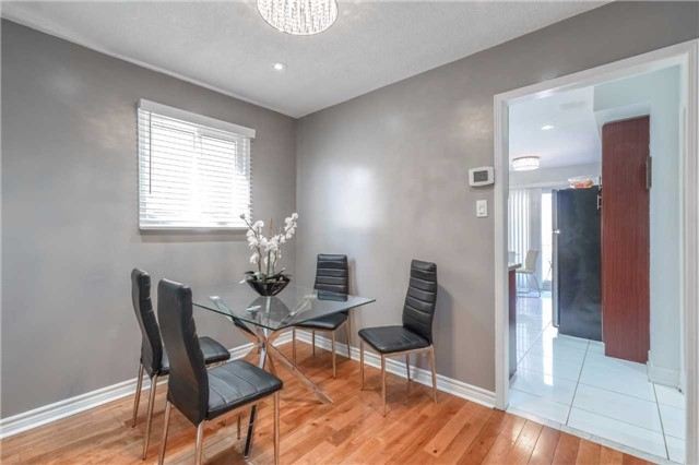 Detached at 1123 Ivandale Dr, Mississauga, Ontario. Image 16
