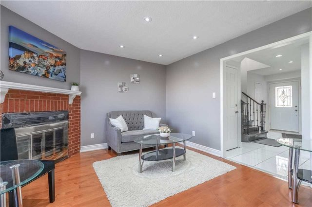 Detached at 1123 Ivandale Dr, Mississauga, Ontario. Image 17