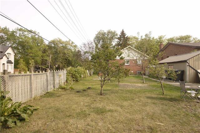 Detached at 417 Jumna Ave, Mississauga, Ontario. Image 6