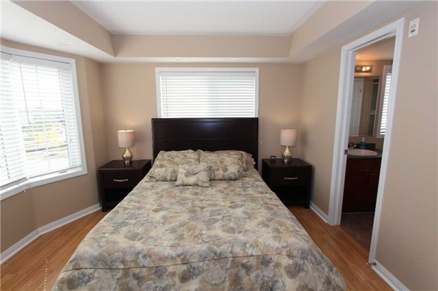 Condo Townhouse at 648 Shoreline Dr, Unit 2, Mississauga, Ontario. Image 19