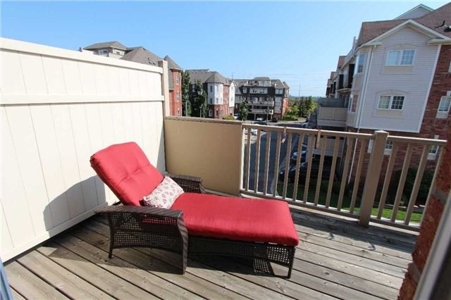 Condo Townhouse at 648 Shoreline Dr, Unit 2, Mississauga, Ontario. Image 2