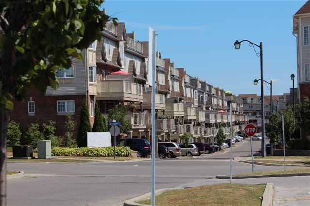 Condo Townhouse at 648 Shoreline Dr, Unit 2, Mississauga, Ontario. Image 3