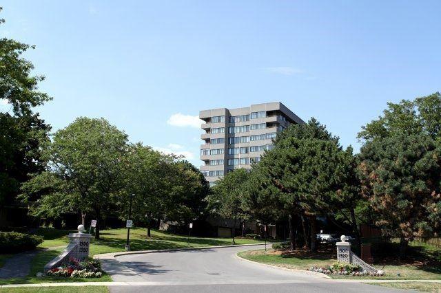 Condo Apartment at 1320 Mississauga Valley Blvd, Unit 816, Mississauga, Ontario. Image 1