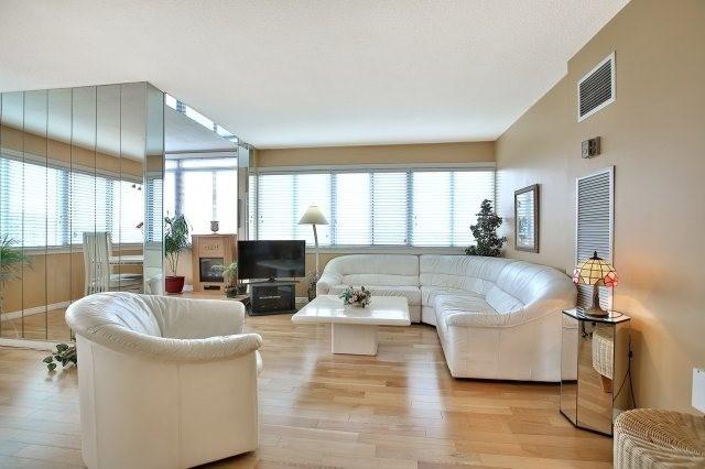 Condo Apartment at 1320 Mississauga Valley Blvd, Unit 816, Mississauga, Ontario. Image 15