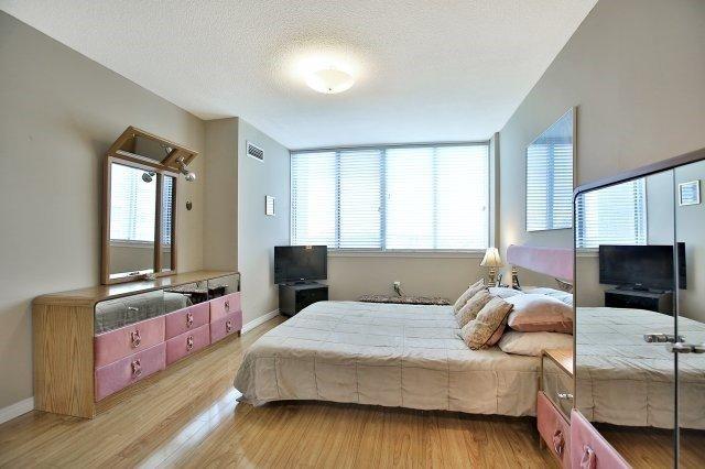 Condo Apartment at 1320 Mississauga Valley Blvd, Unit 816, Mississauga, Ontario. Image 20