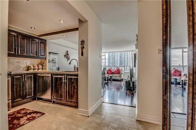 Condo Apartment at 400 Webb Dr, Unit 1206, Mississauga, Ontario. Image 9