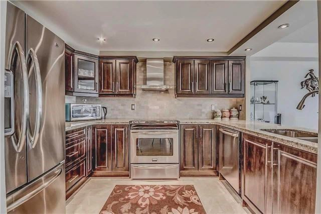 Condo Apartment at 400 Webb Dr, Unit 1206, Mississauga, Ontario. Image 10