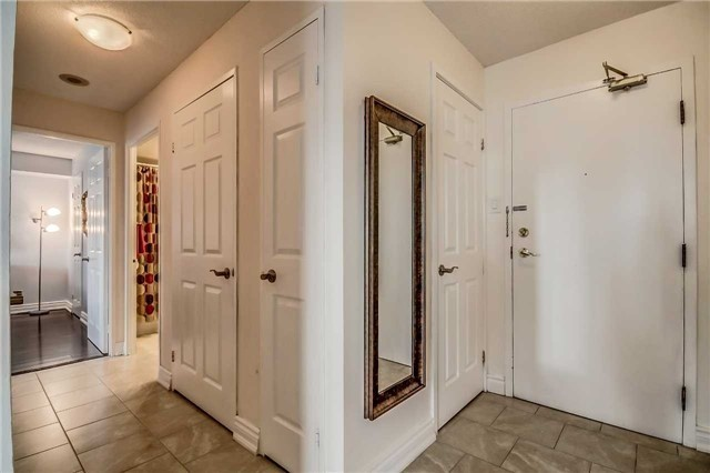 Condo Apartment at 400 Webb Dr, Unit 1206, Mississauga, Ontario. Image 14