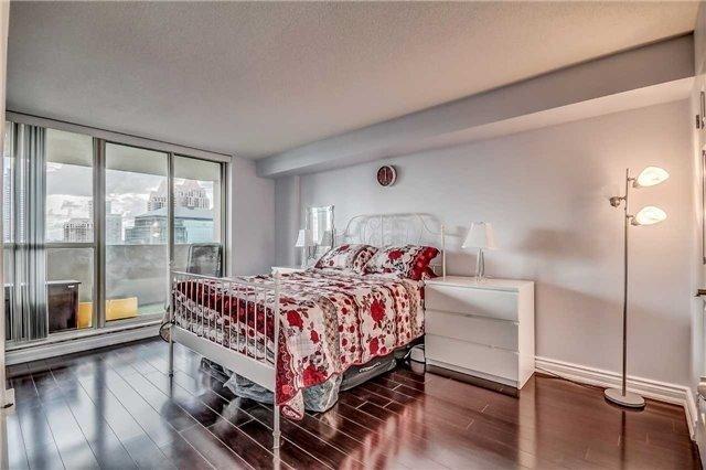 Condo Apartment at 400 Webb Dr, Unit 1206, Mississauga, Ontario. Image 15