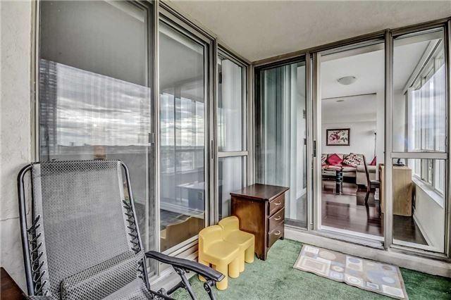 Condo Apartment at 400 Webb Dr, Unit 1206, Mississauga, Ontario. Image 5