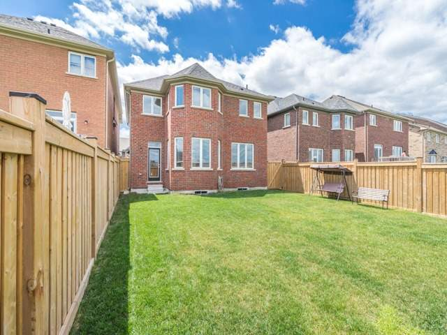 Detached at 257 Bonnieglen Farm Blvd, Caledon, Ontario. Image 10