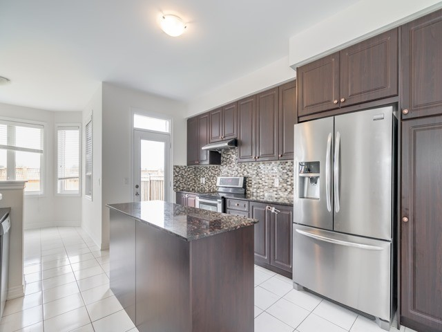 Detached at 257 Bonnieglen Farm Blvd, Caledon, Ontario. Image 13