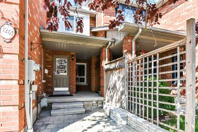 Townhouse at 1261 Killaby Dr, Mississauga, Ontario. Image 12
