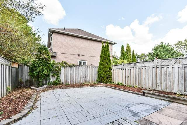 Townhouse at 1261 Killaby Dr, Mississauga, Ontario. Image 10