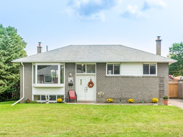 Detached at 40 Alexandria Cres, Brampton, Ontario. Image 1