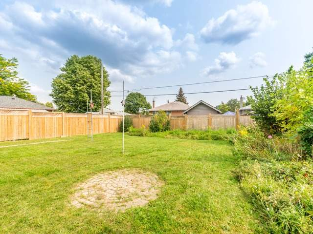 Detached at 40 Alexandria Cres, Brampton, Ontario. Image 10