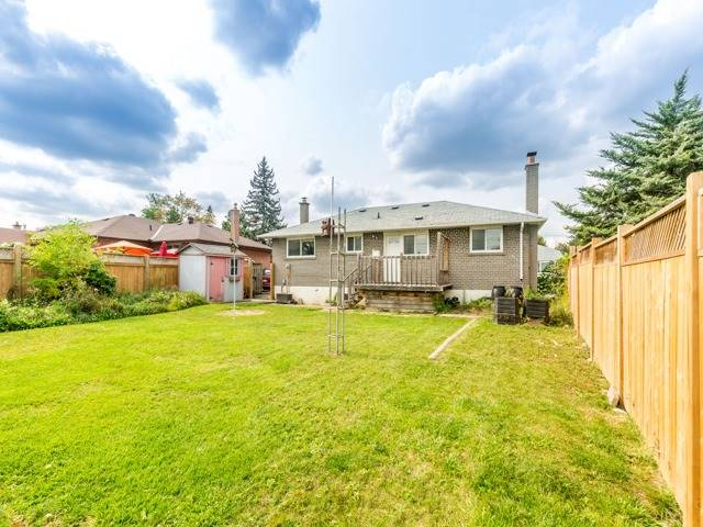 Detached at 40 Alexandria Cres, Brampton, Ontario. Image 11