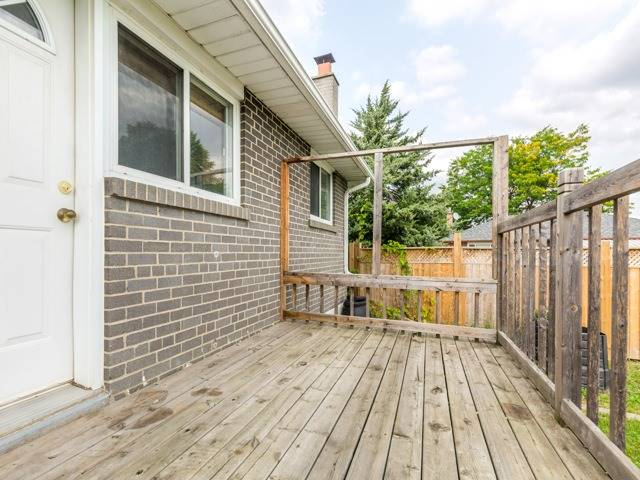 Detached at 40 Alexandria Cres, Brampton, Ontario. Image 13