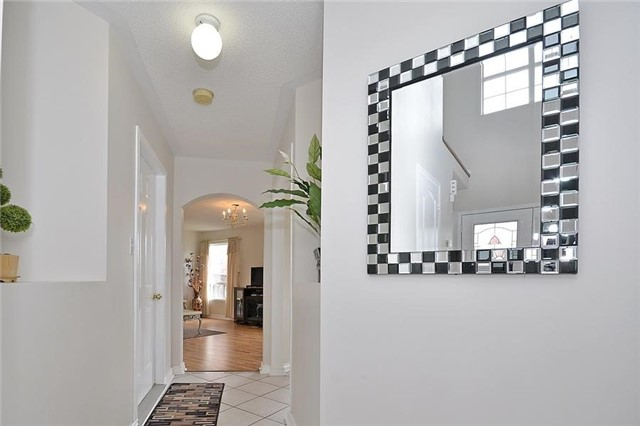 Detached at 214 Queen Mary Dr, Brampton, Ontario. Image 12