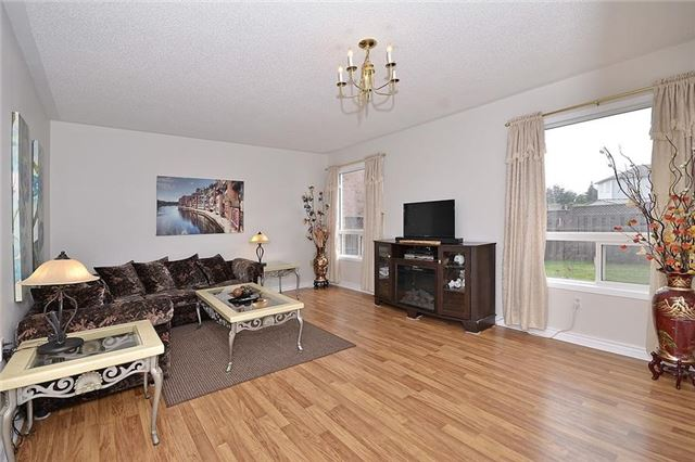 Detached at 214 Queen Mary Dr, Brampton, Ontario. Image 13