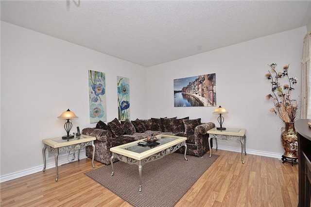 Detached at 214 Queen Mary Dr, Brampton, Ontario. Image 14