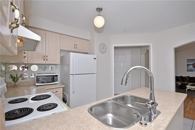 Detached at 214 Queen Mary Dr, Brampton, Ontario. Image 17
