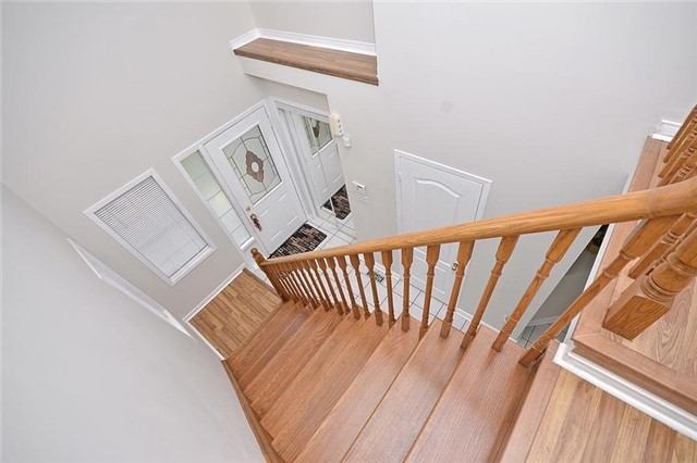 Detached at 214 Queen Mary Dr, Brampton, Ontario. Image 8