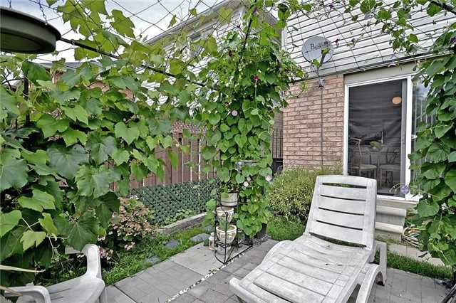 Detached at 214 Queen Mary Dr, Brampton, Ontario. Image 9