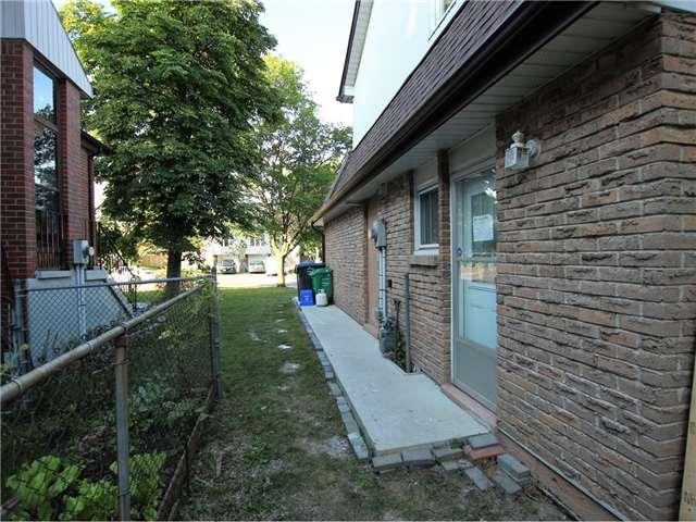 Semi-detached at 49 Leacrest St, Brampton, Ontario. Image 13