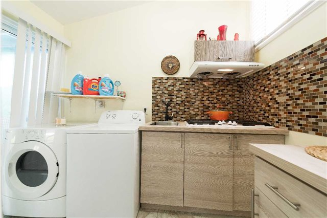 Detached at 7372 Manion Rd, Mississauga, Ontario. Image 17