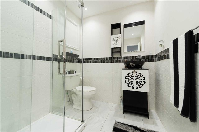 Detached at 7372 Manion Rd, Mississauga, Ontario. Image 5