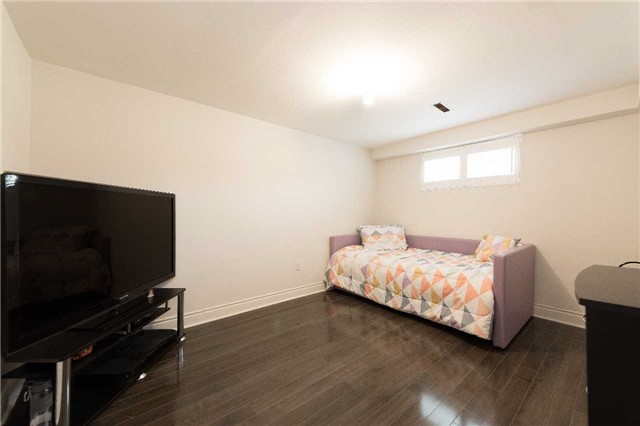 Detached at 7372 Manion Rd, Mississauga, Ontario. Image 6