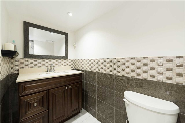 Detached at 7372 Manion Rd, Mississauga, Ontario. Image 8
