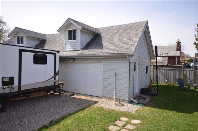 Detached at 204 Folkstone Cres, Brampton, Ontario. Image 11