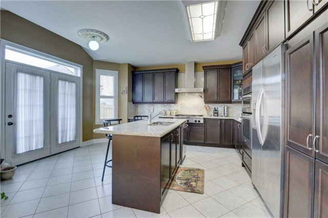 Detached at 131 Don Minaker Dr, Brampton, Ontario. Image 16