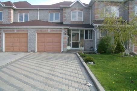 Townhouse at 39 Ravenscliffe Crt, Brampton, Ontario. Image 1
