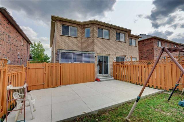 Semi-detached at 44 Oatfield Rd, Brampton, Ontario. Image 8