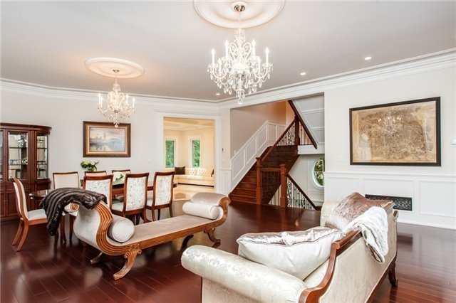 Detached at 1422 Crescent Rd, Mississauga, Ontario. Image 14