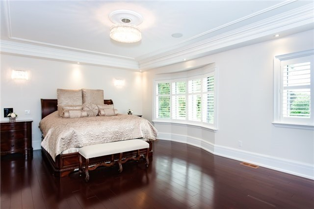 Detached at 1422 Crescent Rd, Mississauga, Ontario. Image 3