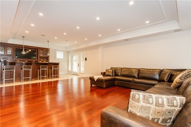 Detached at 1422 Crescent Rd, Mississauga, Ontario. Image 5